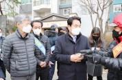백군기 용인시장, 아파트경비원 집회 현장방문